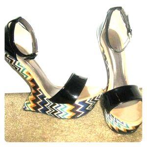 Yoki curved heel platforms